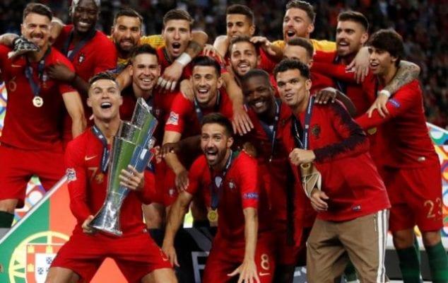 Đội tuyển quốc gia Bồ Đào Nha nâng chức vô địch Euro