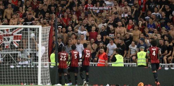Người hâm mộ đến xem thi đấu của giải Ligue 1